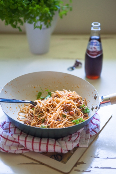 Spaghetti with minced chicken and Marcella Hazan's famous tomato sauce