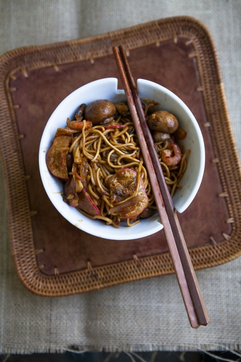 Sweet and spicy stir-fried noodles with seafood, mushrooms and radishes