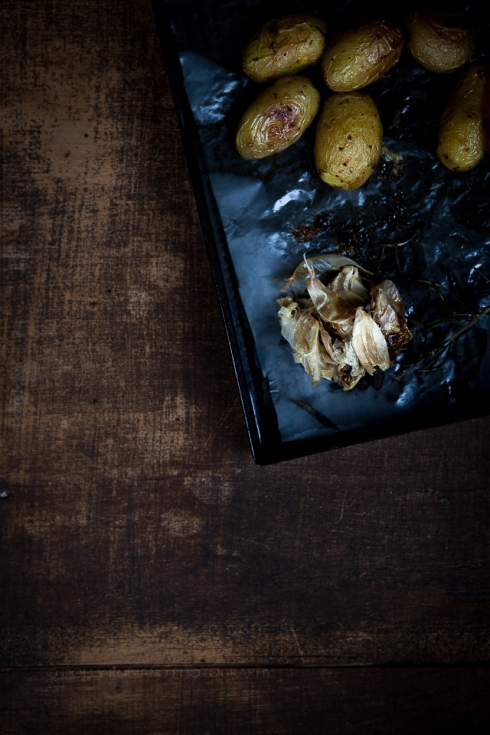 Roasted baby potatoes with garlic and rosemary